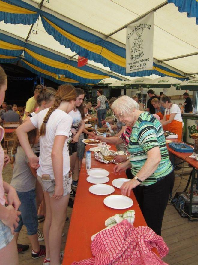 za3_pannenkoeken-eten (4)